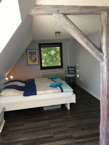 linkes Zimmer oben